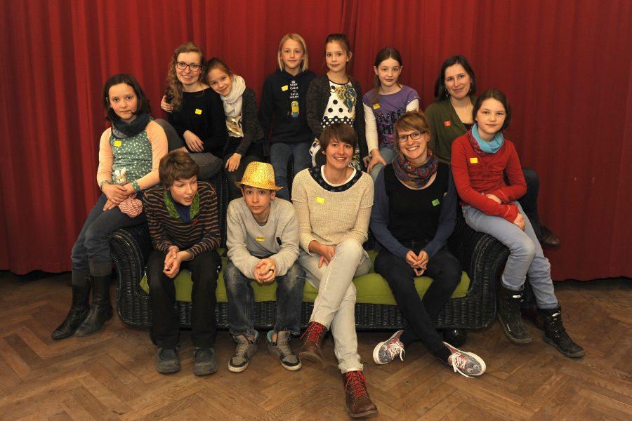 Die 2. Kinder- und Jugendjury des Hörspielsommer e.V. mit den Workshopleiterinnen der AG Medienpädagogik