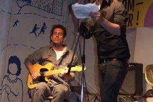 Live auf der Bühne: Arno Camenisch und Roman Nowka aus dert Schweiz
