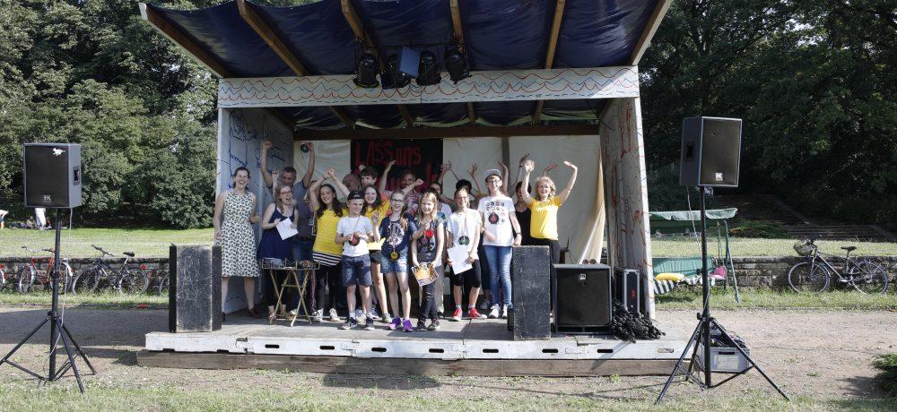 Preisverleihung und Teilnehmer des 9. Kinder und Jugendhörspielwettbewerbs